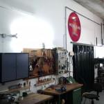 In der Werkstatt werden Requisiten gebaut oder repariert.